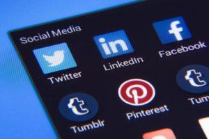 Logotyper från olika sociala medieplattformar .