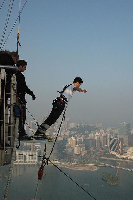 Bungyjump. Kunder behöver ha förtroende för dig för att anlita dig. Foto: Compass128